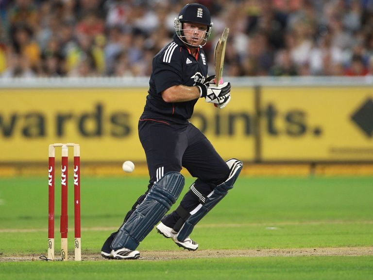 Bell playing T20 for England in Melbourne in January 2011