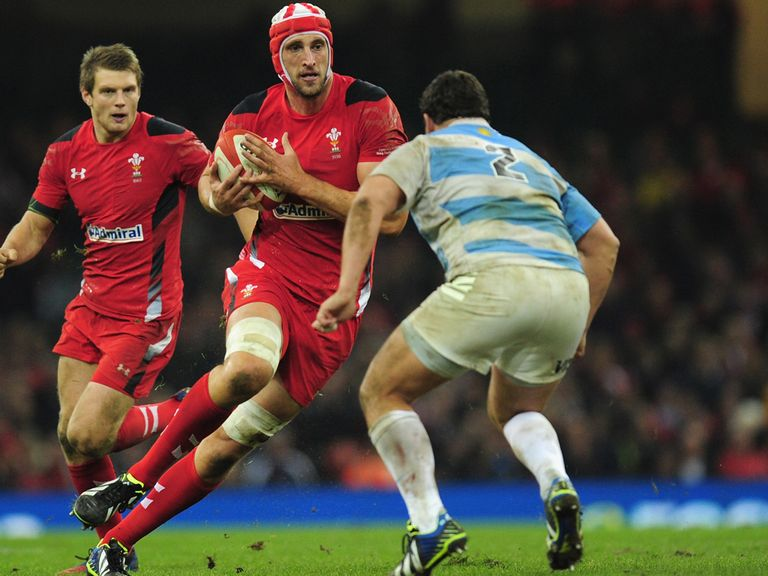 Luke Charteris: Has a neck problem
