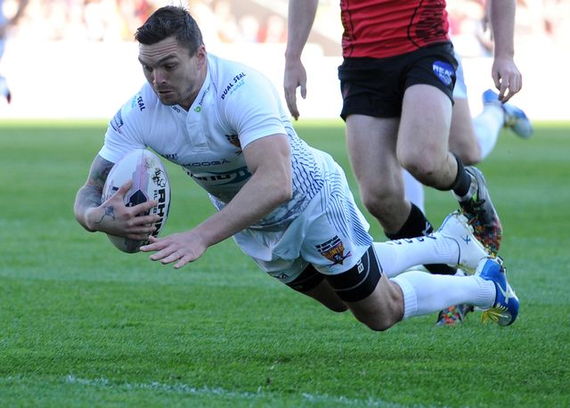 Danny Brough touches down for the Giants