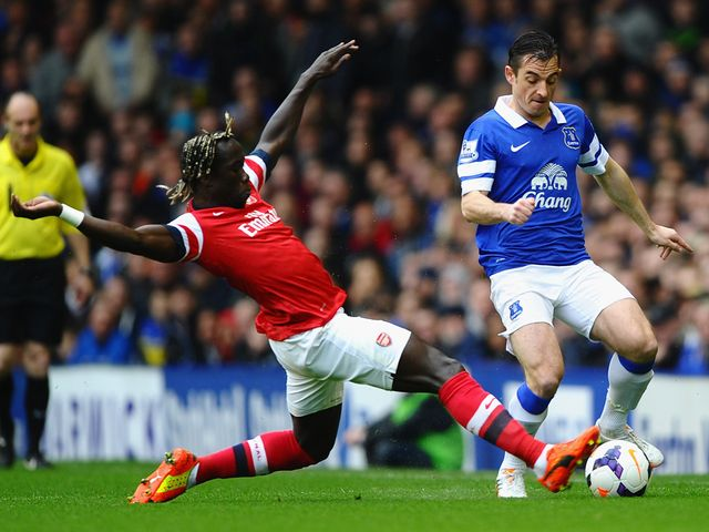 Leighton Baines is tackled by Bacary Sagna