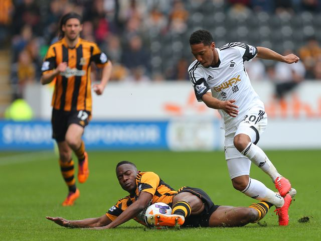 Jonathan de Guzman is tackled by Maynor Figueroa