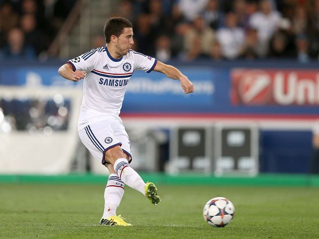 Eden Hazard scores from the penalty spot
