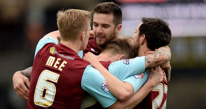 Scott Arfield (centre) enjoys equaliser