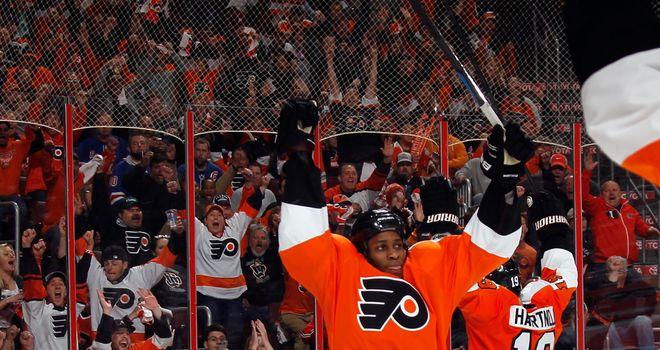Wayne Simmonds celebrates his hat-trick for the Philadelphia Flyers