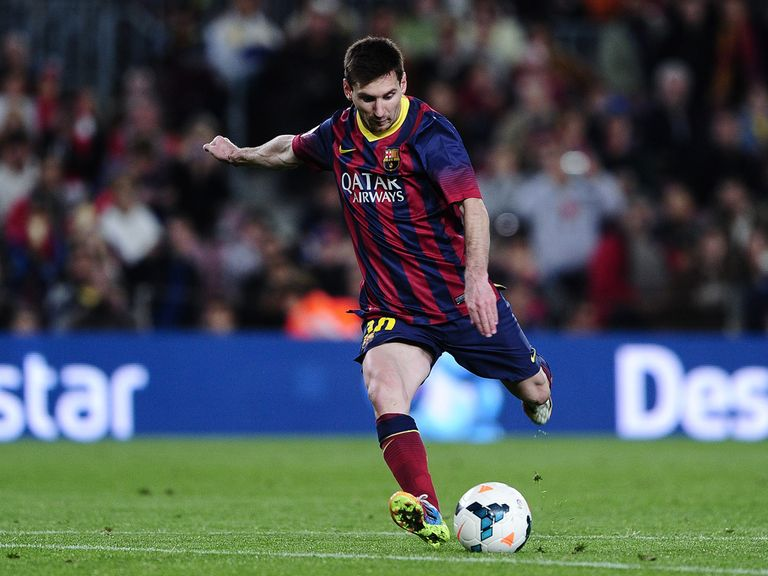 Lionel Messi scores Barcelona's winner