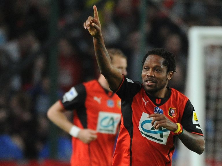 Jean Makoun celebrates his goal for Rennes