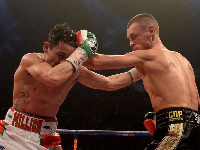 Anthony Crolla (left) and John Murray trade punches in a gripping encounter