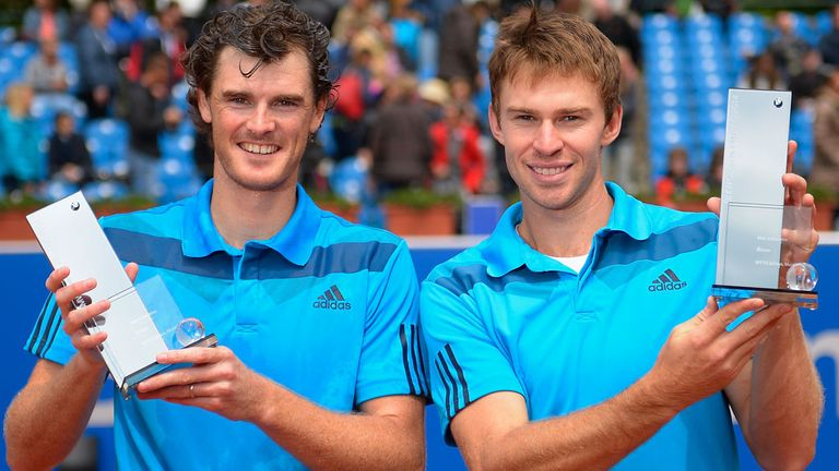 Jamie Murray (L) and John Peers celebrate their success on clay in Munich