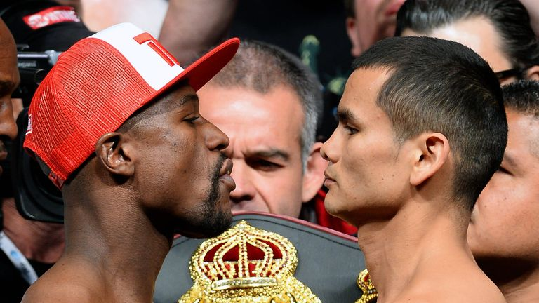 Floyd Mayweather (L): Build-up to bout with Marcos Maidana overshadowed by glove row