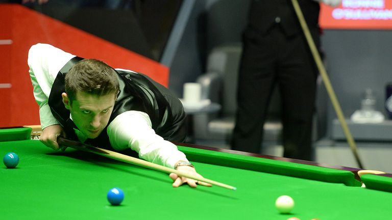 Mark Selby: world champion safely through