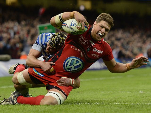 Juan Smith goes in for a Toulon try