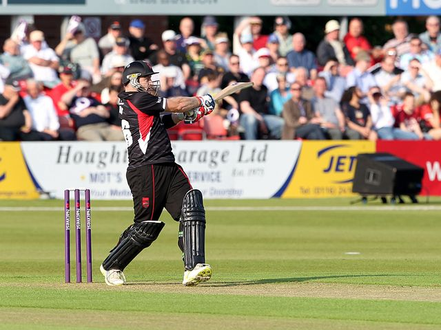 Leicestershire's Scott Styris hits out
