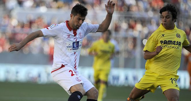 Coke of Sevilla (left) vies with Villarreal's Oliver