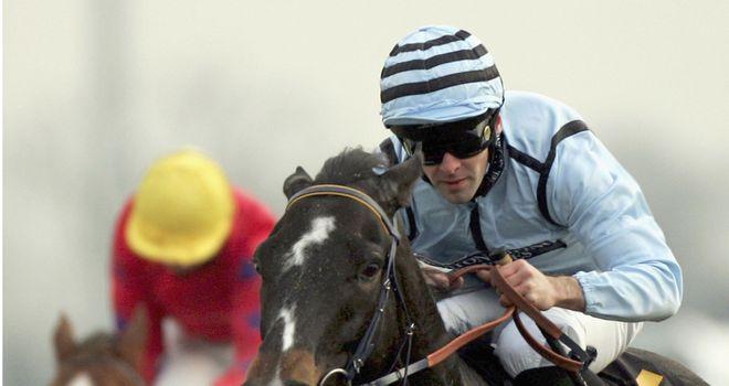 Amir Quinn in action at Kempton Park