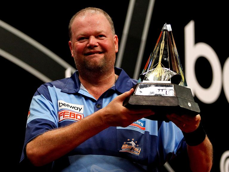 Raymond van Barneveld rolled back the years 'in sickening fashion'