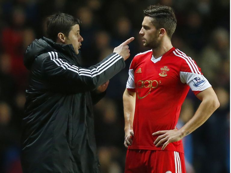 Southampton boss Mauricio Pochettino talks with Jay Rodriguez