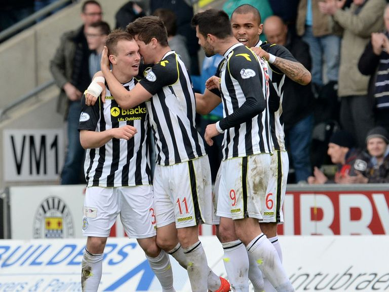 St Mirren are fancied to get the better of Dundee