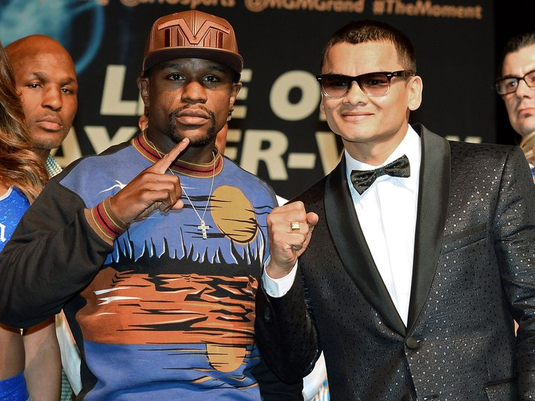 Mayweather (l) and Maidana clash this weekend