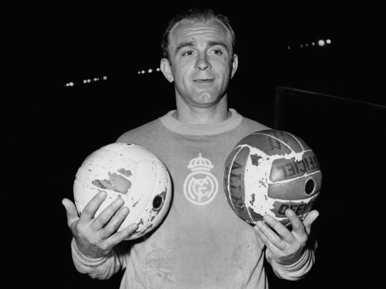 Alfredo di Stefano: Suffered a heart attack