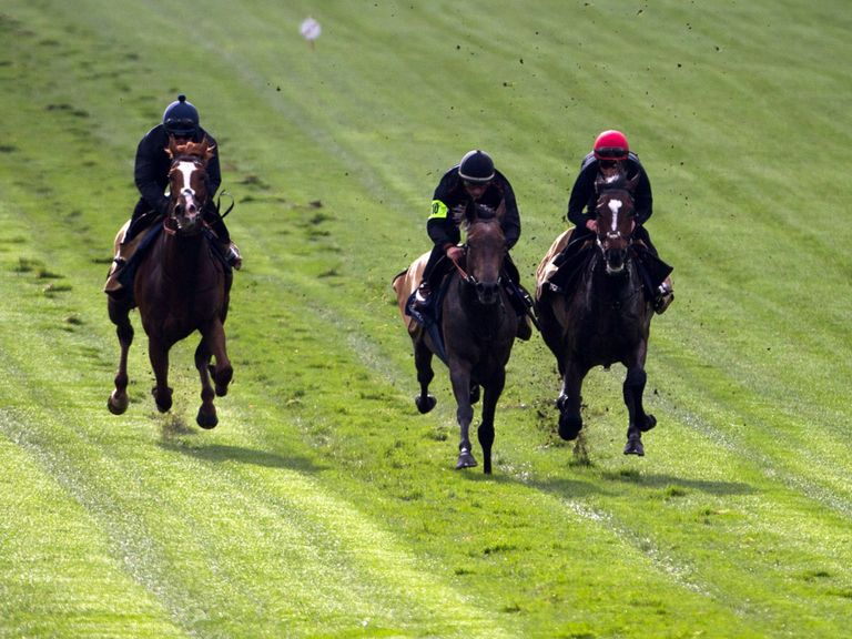Kingston Hill (centre) ridden by Andrea Atzeni at Epsom