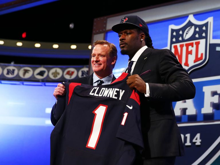 Jadeveon Clowney (r) with NFL commissioner Roger Goodell