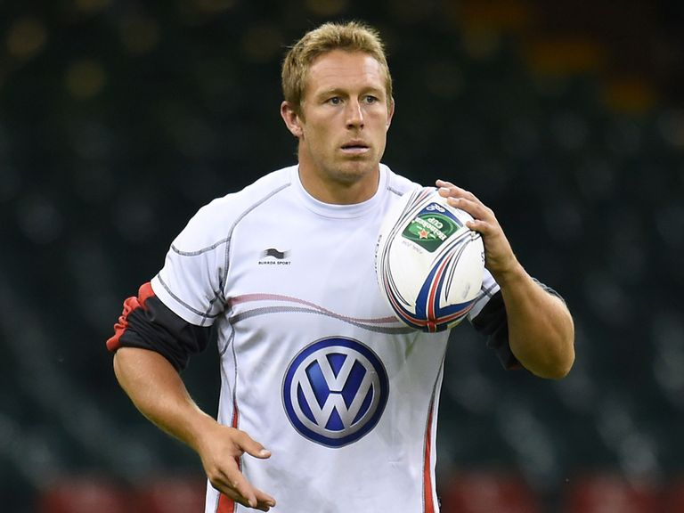 Jonny Wilkinson practices his kicking in Cardiff