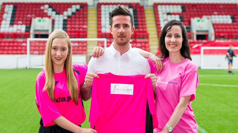 Barry Ferguson helps launch Clyde's new pink kit for the 2014/2015 season