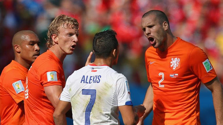 Sanchez and Vlaar: Tempers flare