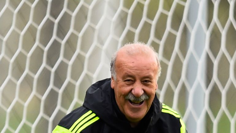 Vicente Del Bosque: Smiles during training in Curitiba