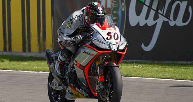 Sylvain Guintoli pips Tom Sykes to pole in Malaysia