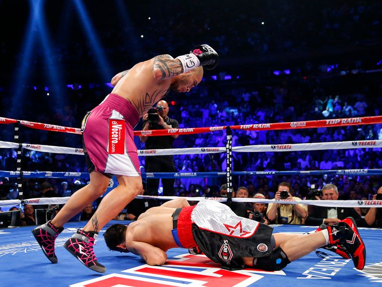 Cotto drops Martinez in the opening round