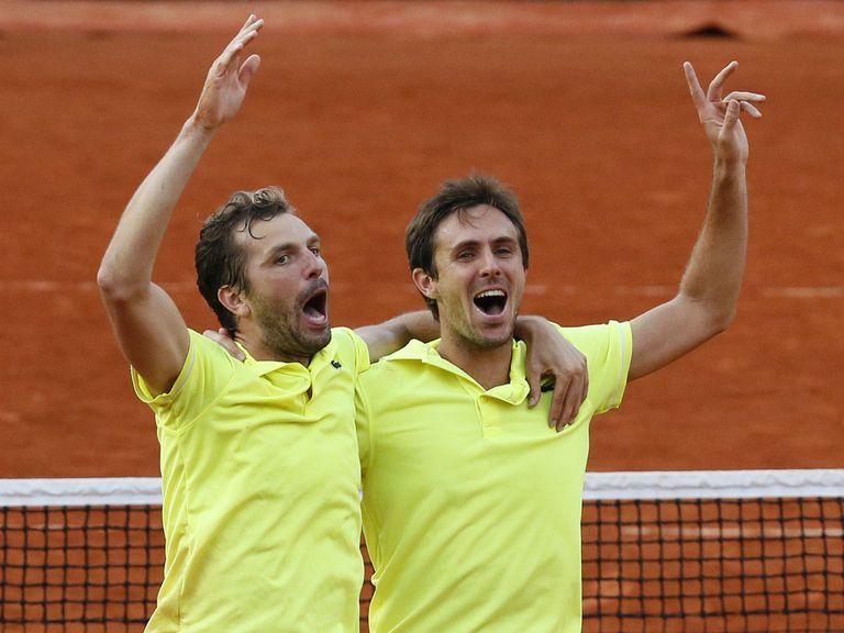 Benneteau (l) and Roger-Vasselin celebrate their victory