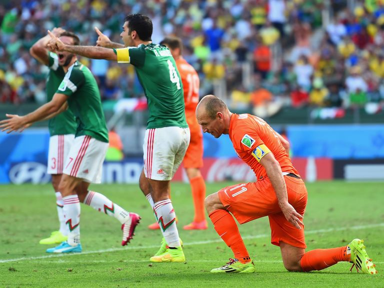 Mexico fume after Robben wins the late penalty