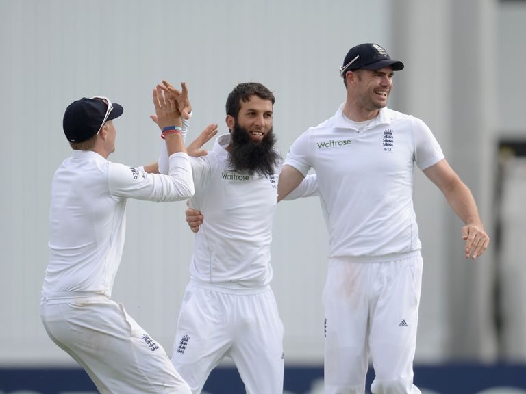 Moeen Ali celebrates the wicket of Lahiru Thirimanne