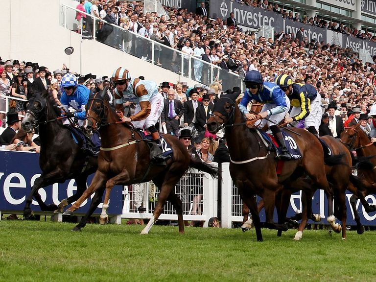 Seeking Magic (right, black cap) in action at Epsom in the Dash. Must be worth a bet at 25s?