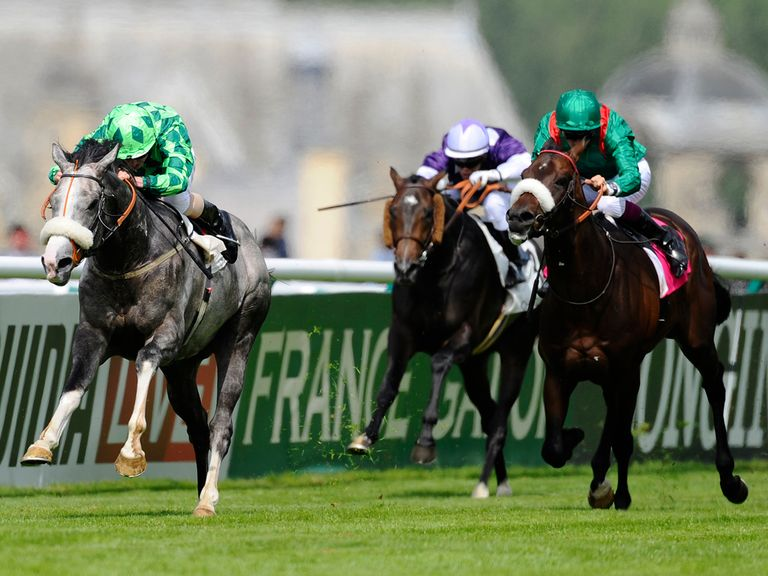 The Grey Gatsby goes clear to score under Moore.