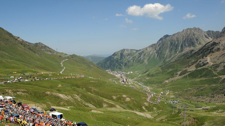 The peloton will climb the Col du Tourmalet on stage 18