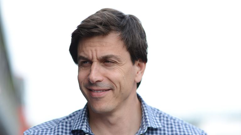 Toto Wolff: Injured in cycling crash