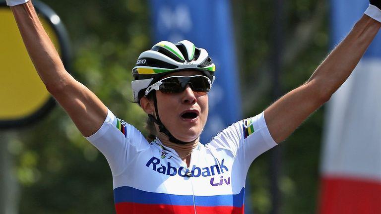 Marianne Vos defeated Kirsten Wild in a sprint finish
