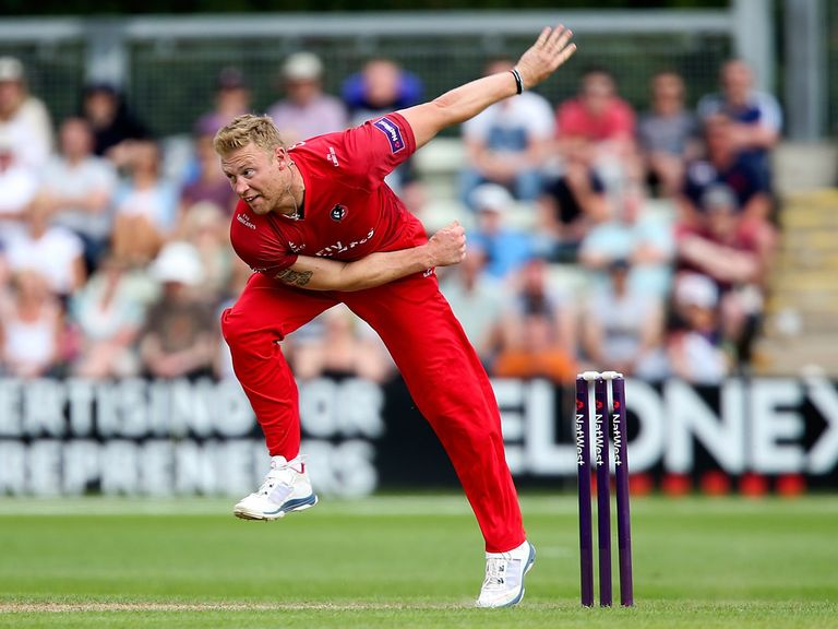 Andrew Flintoff: Two wickets on his Lancashire return