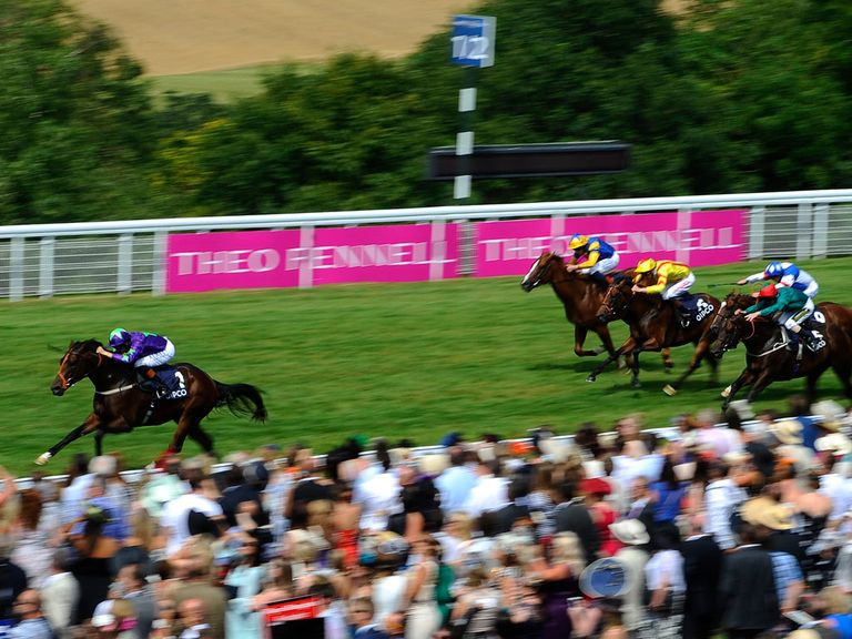 Ivawood streaks clear to win the Richmond Stakes