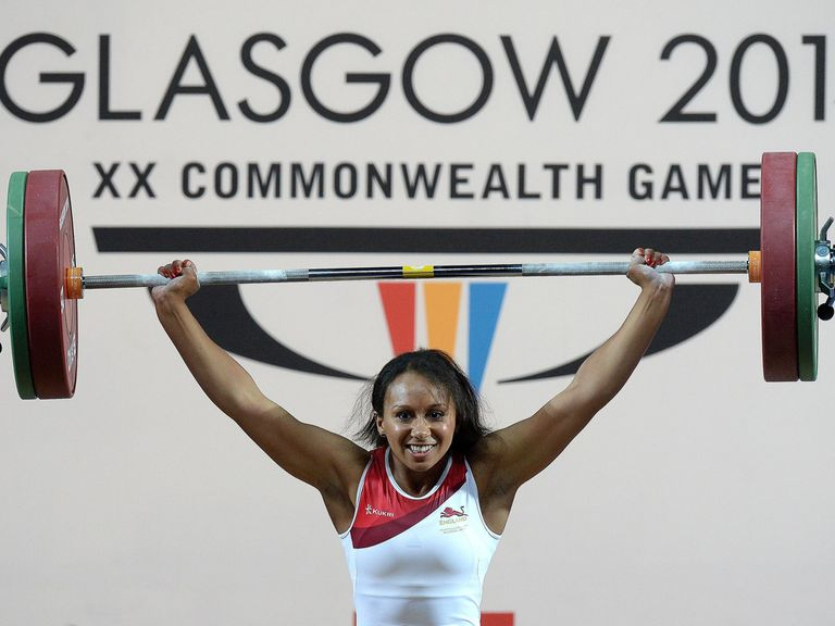 England's Zoe Smith lifts 92kg in the snatch element