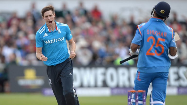 Chris Woakes: England increment contract secured