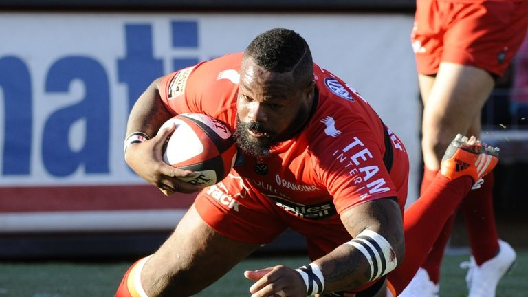 Table-toppers: Mathieu Bastareaud scores as Toulon go top