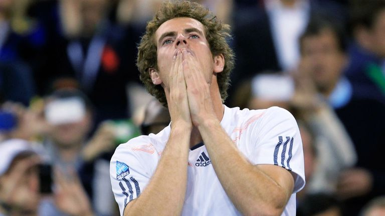 Andy Murray celebrates defeating Novak Djokovic in the final
