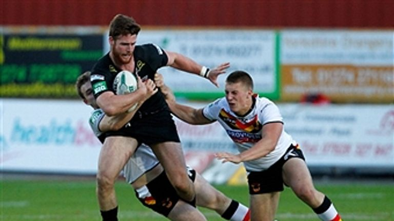 Alex Mellor (right) has agreed a new deal with the Bradford Bulls
