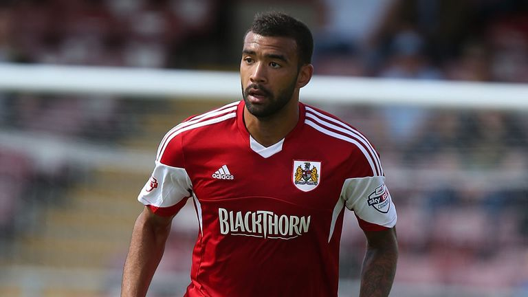 Liam Fontaine joins Hibs on a one-year deal