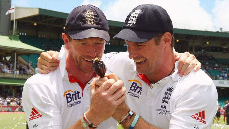 Paul Collingwood and Andrew Strauss celebrate in Sydney