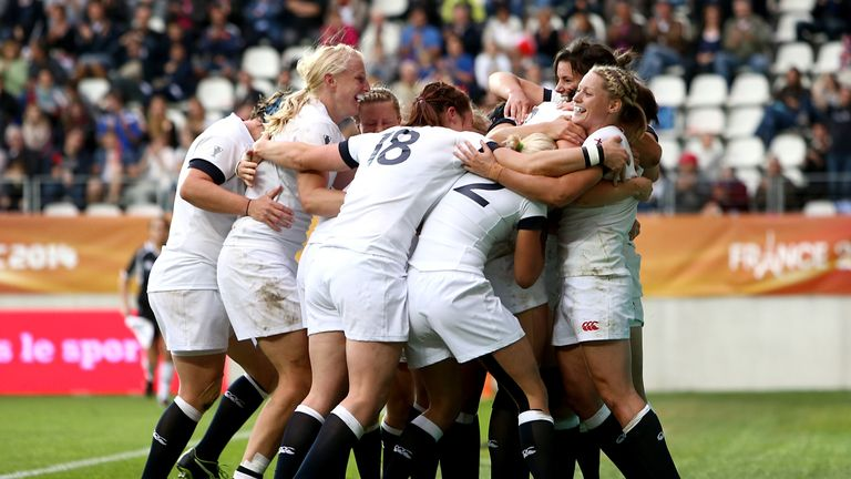 England celebrate after Emily Scarratt scores the decisive try