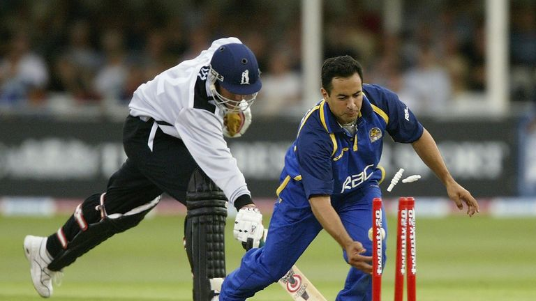 Surrey skipper Adam Hollioake runs out Warwickshire's Neil Smith at the inaugural Finals Day
